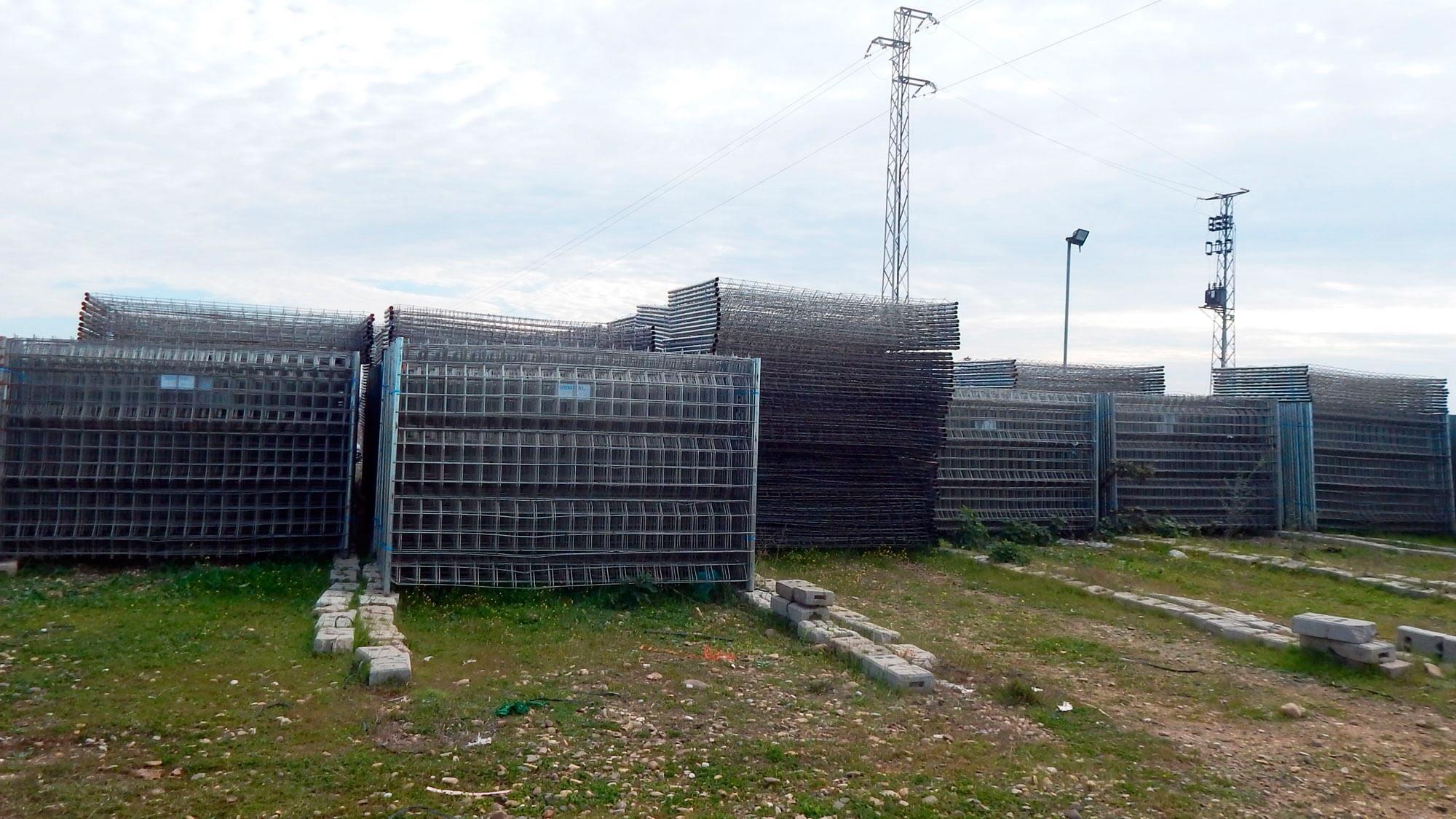 Sanyrent alquiler de vallas de cerramiento y peatonales - Vallas de obra ...